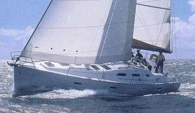 Beneteau a lancé la première de leur ligne Oceanis en 1986 et l'a affinée continuellement; le 393 jouit d'une excellente réputation parmi les croiseurs.