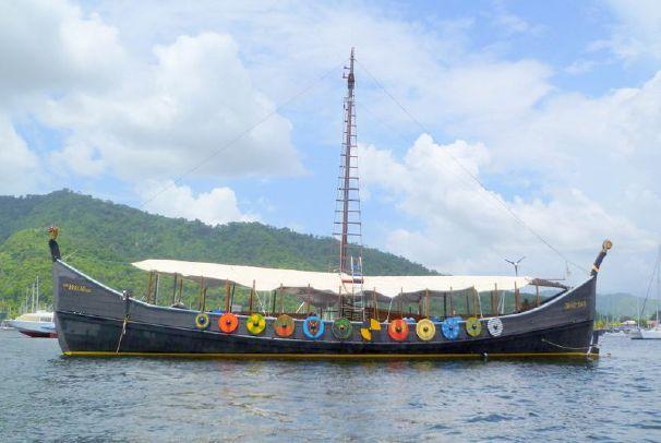 Festive colourways: Viking Gokstad Drakar